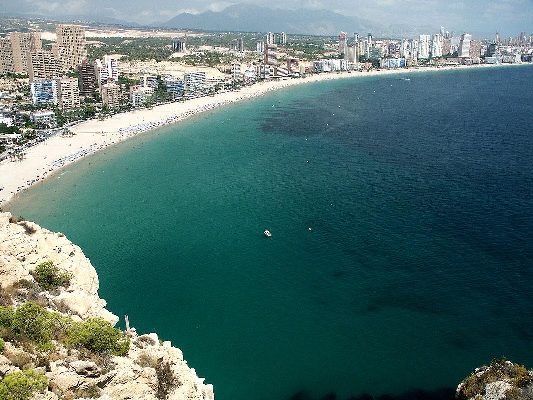 Costa blanca apartments and villas for rent - Apartamentos en benidorm playa poniente ...